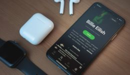 How To Make Spotify The Default Music Player on iPhone / iPad